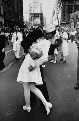 Navy Kiss Times Square